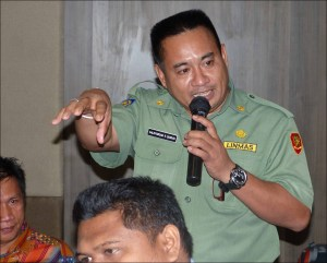 An official of Indonesia's Ministry of Marine Affairs and Fisheries discusses governance of fisheries management areas at the workshop in Banten, Indonesia. NOAA photo by Megan Moews-Asher