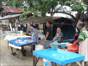 Palu_women_market