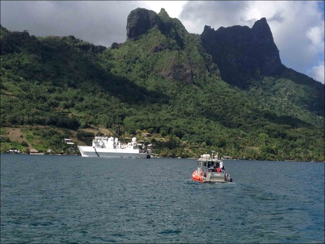 The R/V AHI and R/V Kilo Moana perform operations in Cook's Bay, Mo'orea, on July 27. NOAA photo