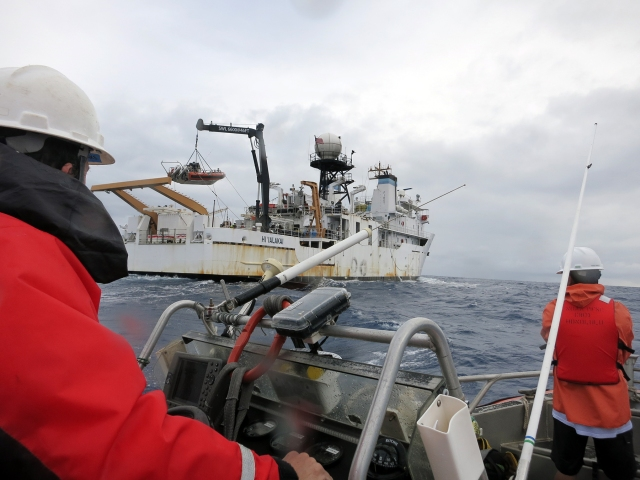 Figure 1: Launching and recovering teams of scientists from NOAA R/V Hi'ialakai. Photo credit Kelvin Gorospe.