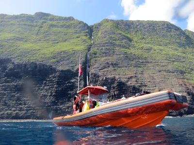 Divers conduct surveys from small boats launched from the NOAA Ship Hiʻialakai.