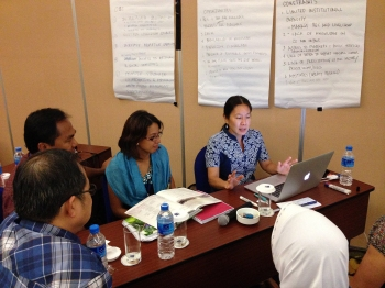 Supin Wongbusarakum leads a discussion on linking ecological, socioeconomic, and governance goals.