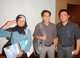"""Anes Dwi Jayanti of the Journal of Fisheries Sciences, Ahmad Adyas """"Hafizh"""" from USAID Indonesia, and Christovel Rotinsulu, NOAA-USAID Indonesia In-country coordinator."""