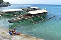 Children play by boats anchored at a harbor in North Samar. Photo: NOAA Fisheries/Supin Wongbusarakum